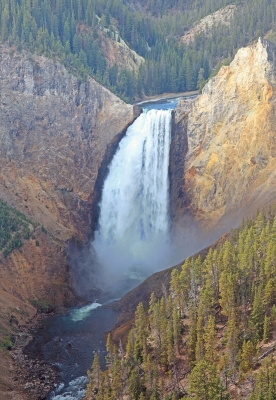 USA: Lower Falls Yellowstone river, Portrait 2