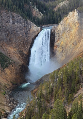 USA: Lower Falls Yellowstone river, Portrait 3