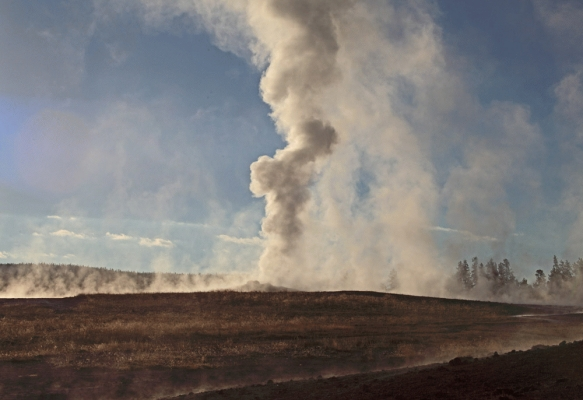 USA: Old Faithful erupting 2,Yellowstone